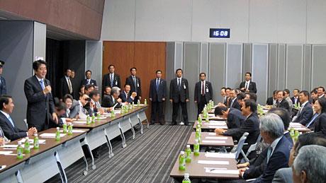 2013_10_15_議連で安倍総理挨拶