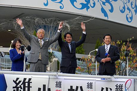 2015_11_24_両候補握手